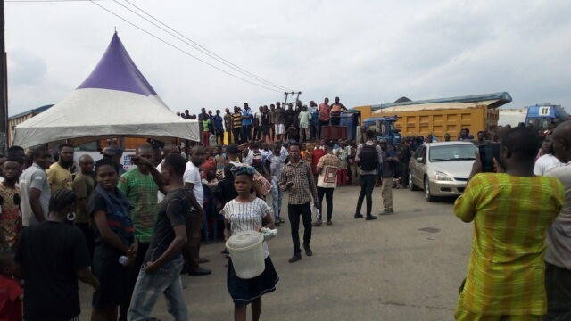 Youths Suspend Siege on East-West Road as Contractor Mobilises to site